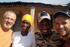 Mit unseren guten Freunden Kaddy und Lamin
