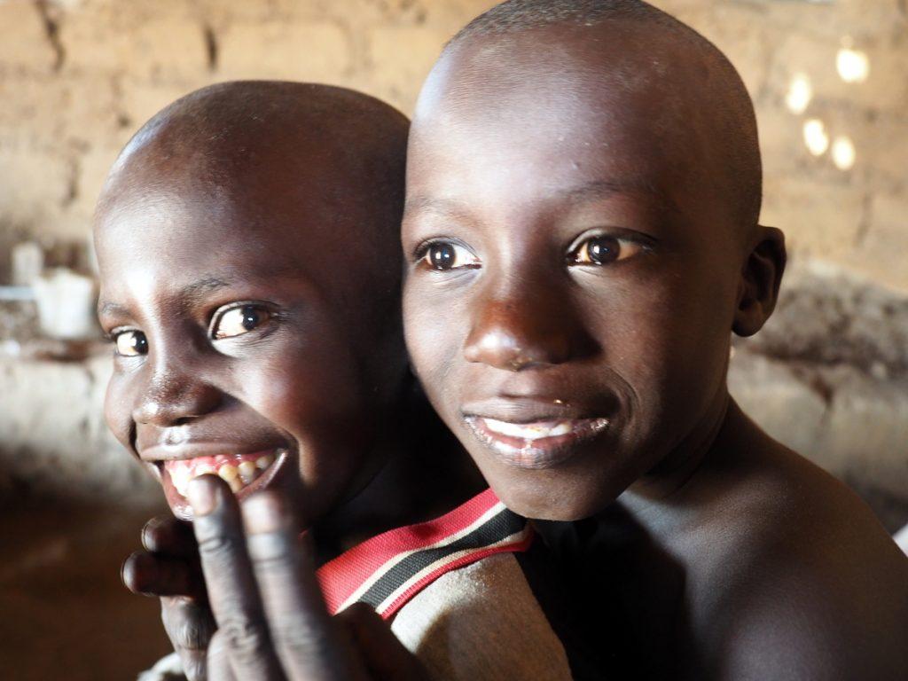 Gambia Erfahrungen - Zwei Jungs in Gambia
