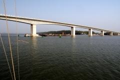 Die neue und einzige Brücke über den Gambia River