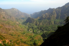 Der Blick von oben ins Paul-Tal