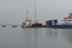 Längsseits am Baggerschiff