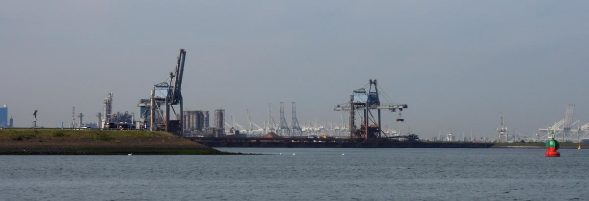 Der Europort ist Europas größter Hafen